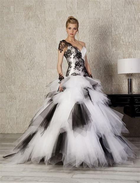robe de mariée blanche et robe de mariee noir et blanche