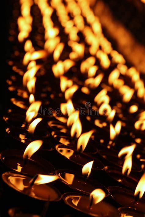 preghiera della candela candela rossa immagine stock immagine di luminoso fiamma