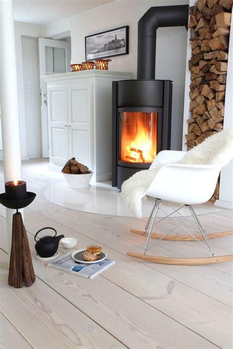 poele a bois moderne 12 poeles a bois tendance pour salon design c 244 t 233 maison