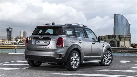 mini countryman review cooper  hybrid driven top gear