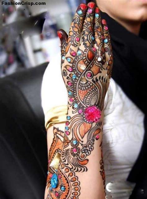 Most Dazzling Mehndi Designs For Girls