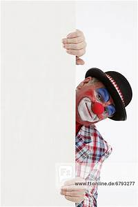 Gardinenstange Um Die Ecke : clown schaut um die ecke lizenzpflichtiges bild ~ Michelbontemps.com Haus und Dekorationen