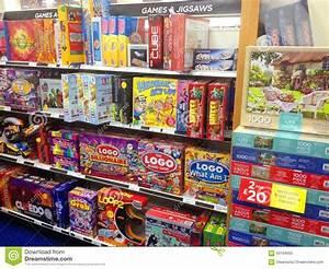 Www Magasins U Com Jeux : jeux de soci t et puzzles dans des bo tes vendre image ~ Dailycaller-alerts.com Idées de Décoration