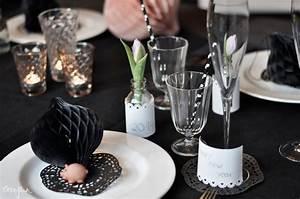 Tischdeko Schwarz Weiß Ideen : silvester tischdeko in schwarz wei wohnkonfetti ~ Bigdaddyawards.com Haus und Dekorationen