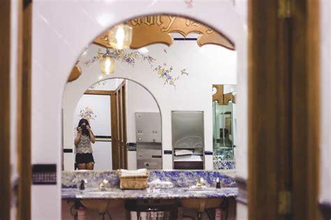 bathroom  flowers   madonna inn  san luis obispo