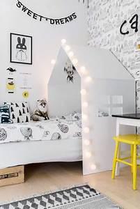 Lit Maison Fille : une t te de lit maison pour une chambre de petite fille ~ Teatrodelosmanantiales.com Idées de Décoration
