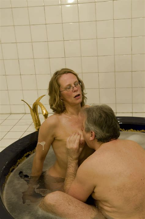 glasses Wearing Mature Amateur Giving And Receiving Oral Sex In Hot Tub