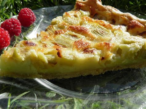 dessert tarte 224 la rhubarbe aux oeufs et 224 la cr 232 me terre et mar