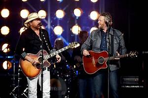 Toby Keith and Blake Shelton Perform 'Should've Been a ...