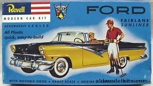 Revell 1  32 1956 Ford Fairlane Sunliner Convertible  1242