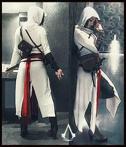 Assassins Creed girl costume. I enjoy how her ass is not ...