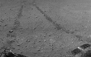 Curiosity rover's tire tracks on Mars from space | Space ...