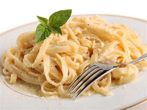 easy pasta fettuccine alfredo recipe dishmaps