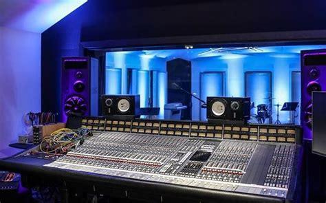 Johnny Reid Restores Legendary Nashville Studio   FYIMusicNews