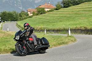 Moto Et Motard : moto guzzi mgx 21 exercice de style moto magazine leader de l actualit de la moto et du ~ Medecine-chirurgie-esthetiques.com Avis de Voitures