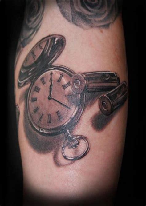 tatuaje realista reloj  por tattoos  mini