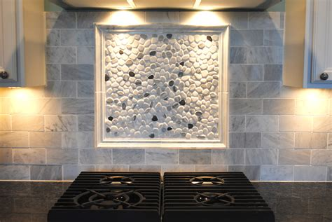 River Rock Backsplash Give A New And Natural Accent To
