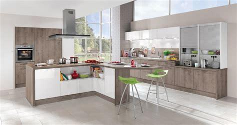cuisine moderne bois massif modèle de cuisine moderne avec des touches de couleurs