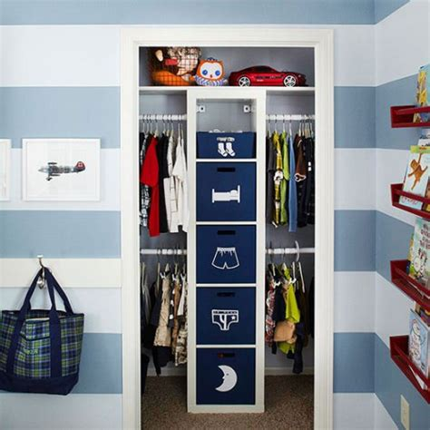 placard intégré chambre astuce rangement placard chambre