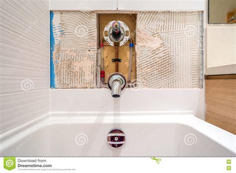 riparazione rubinetto riparazione rubinetto nel bagno fotografia stock