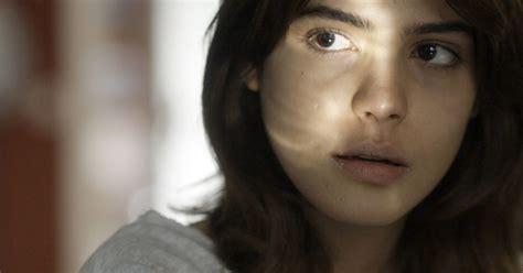 Nanda (Julia Dalavia) conta para Ben (Guilherme Prates ...