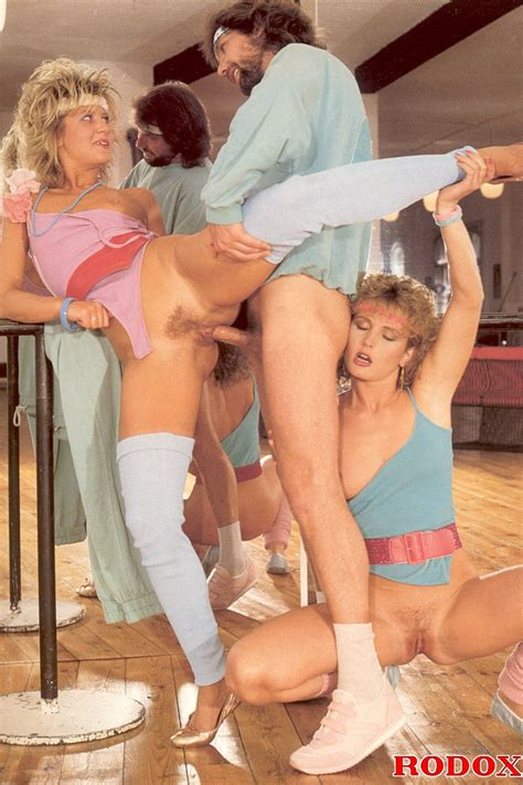 Horny And Retro Babes Having A Hot Threesome At The Gym