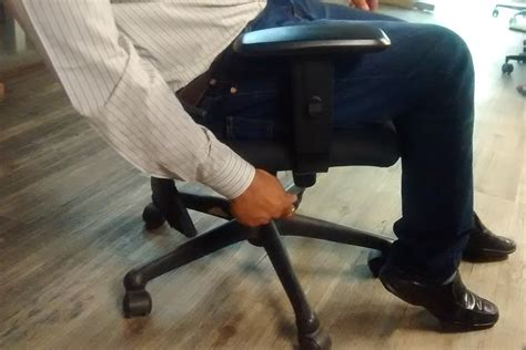 Squeaky Office Chair by How To Fix A Squeaking Office Chair