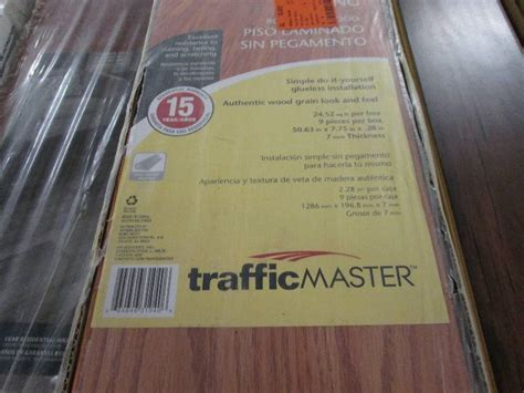 Traffic Master Glenwood Oak 7 mm Th    Flooring Auction