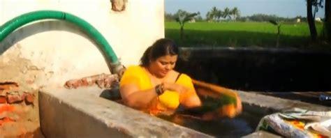 mallu aunty minu kurian hot navel bath scene