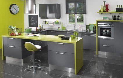 quelle couleur avec une cuisine blanche quelle couleur mettre aux murs avec un carrelage gris