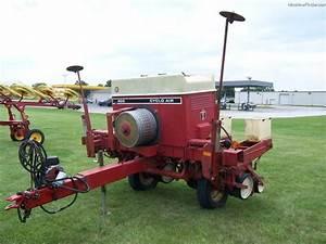 International Harvester 800 Planting  U0026 Seeding