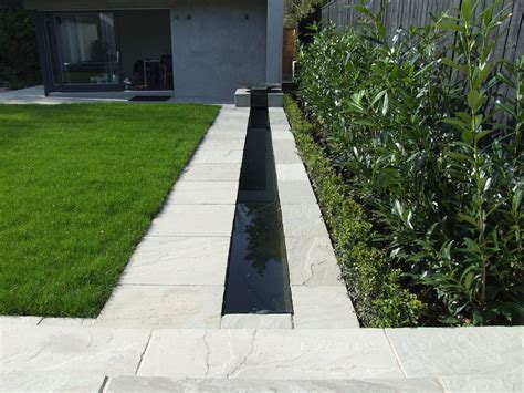 Moderner Garten Mit Wasser by Modern Garden With Water Feature Search Gardens