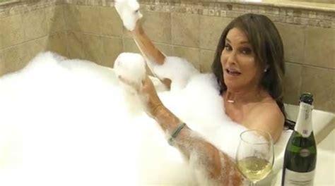 Nuda Nella Vasca Caitlyn Jenner Nuda Nella Vasca Da Bagno Veb It