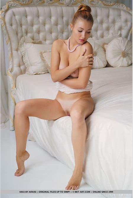 Naked White Woman Hair In Bun » Hot Girls DB