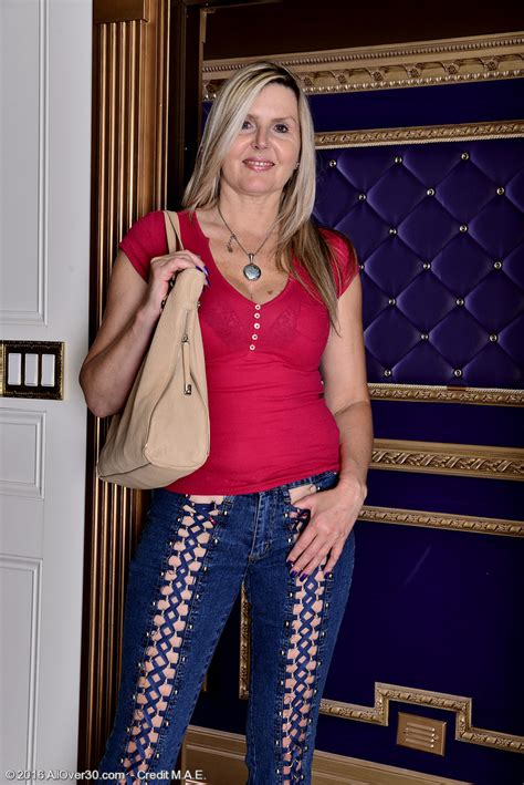 Beautiful Blond Velvet Skye Shows Her Big Bra Stuffers