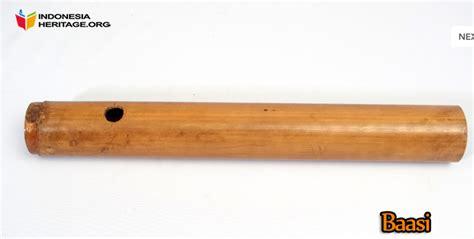 Cara memainkannya yaitu dengan dipegang dengan tangan kiri, kemudian bagian sisinya. Alat Musik Tradisional Sulawesi Tenggara - TradisiKita
