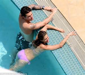 john mayer swimsuit why is jennifer aniston s swimwear always pink actress