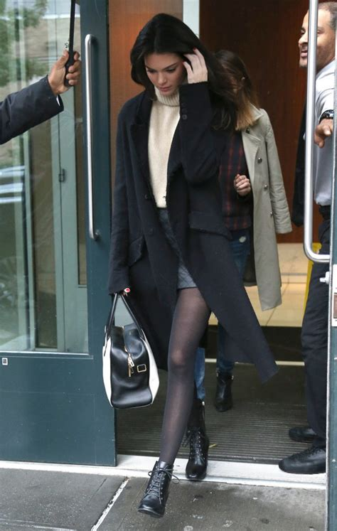 Coat kendall jenner fall outfits black coat long coat winter outfits turtleneck sweater ...