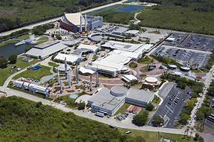 File:Aerial view of most of the KSC visitor complex.jpg ...