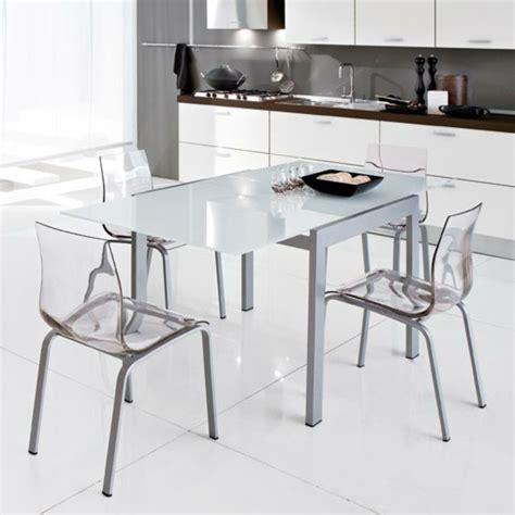 les chaises com les chaises transparentes et l 39 intérieur contemporain