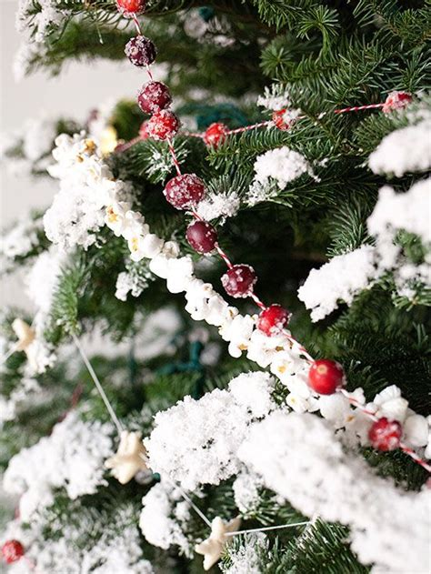 christmas tree garland ideas 38 amazing christmas garlands for home d 233 cor digsdigs