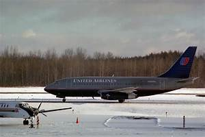 File:United 737 at Syracuse.jpg - Wikimedia Commons
