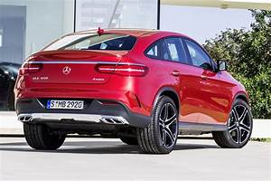 Gle Mercedes Coupe : new mercedes benz gle coupe visually compared with the bmw x6 carscoops ~ Medecine-chirurgie-esthetiques.com Avis de Voitures