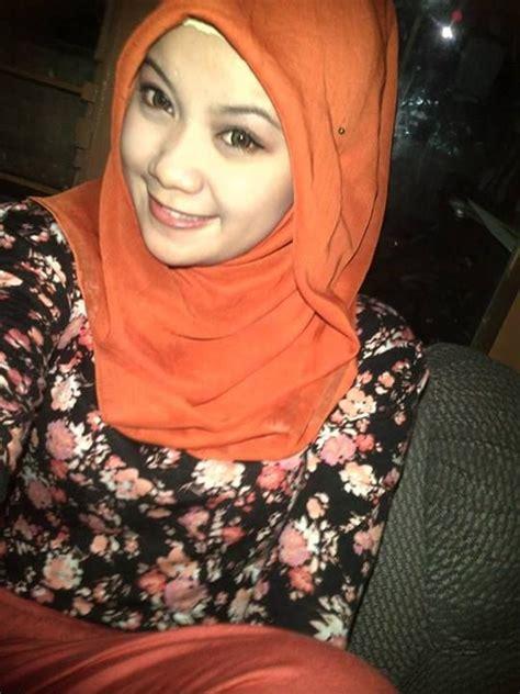 Bokong Montok Hijab Toket Montok Smp