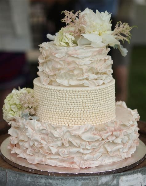 shabby chic wedding cake these shabby chic wedding details will make you swoon kate aspen blog