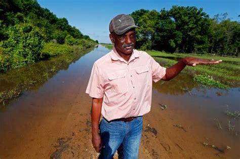 struggle mississippi flood enters month wtrf