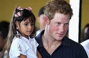 Charme real de Harry garante lucro para caridade - Época ...