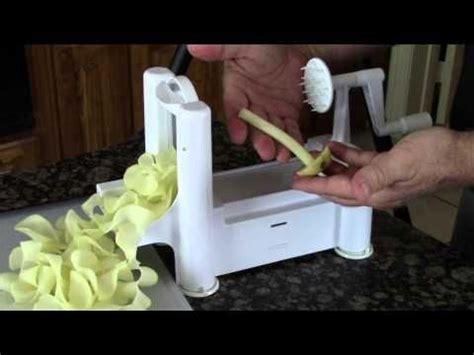 paderno world cuisine a4982799 tri blade plastic spiral vegetable slicer 2 zuchini cucumber