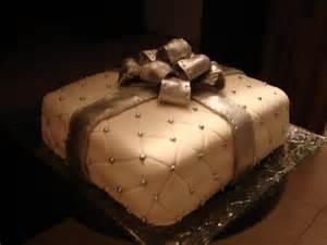 gateau d anniversaire a la pate a sucre g 226 teau d anniversaire 224 l annanas garni 224 la p 226 te 224 sucre recette de g 226 teau d anniversaire 224 l