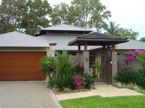 tropical backyard landscaping ideas tropical landscaping garden ideas designwalls com